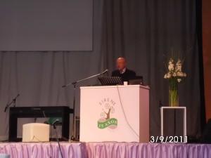 Dr Maldondado exponiendo